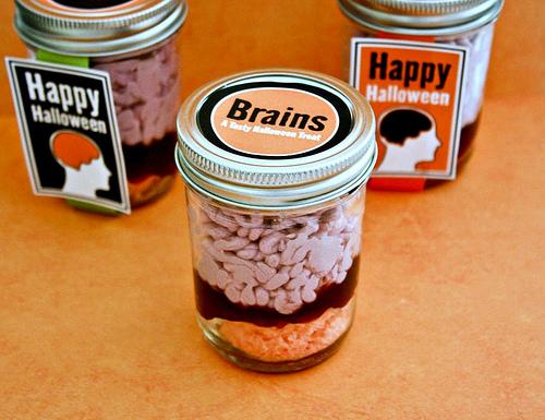 Halloween-Brains-in-Jar